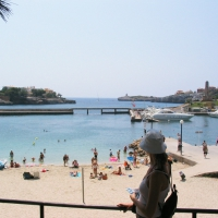 Porto Cristo beach and harbor entry